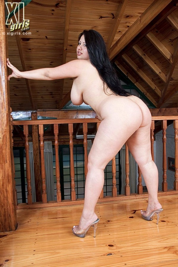 Valeria - Solo BBW photos