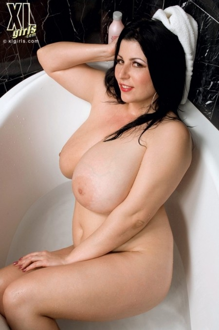 Natalie Fiore Dripping Wet Ta-tas