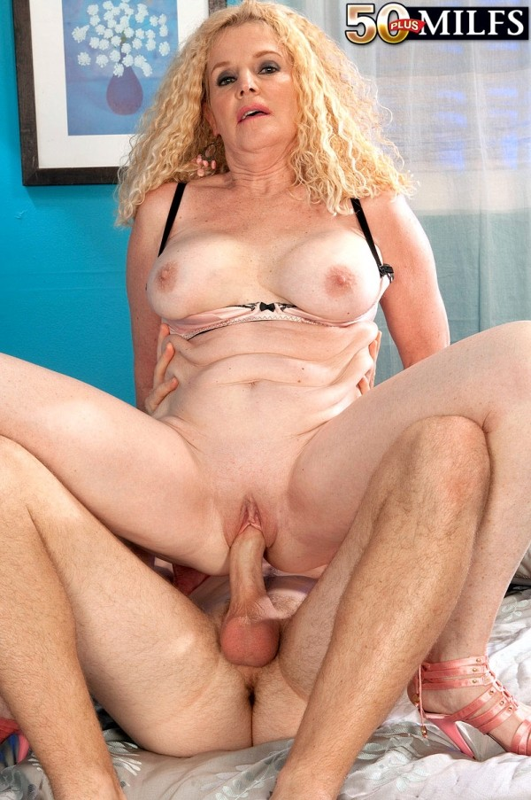 Charlie - XXX MILF photos