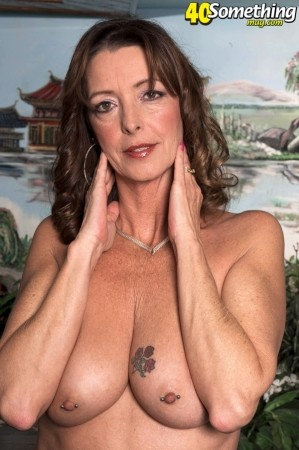Lucy Holland - XXX MILF photos