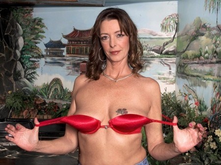 Lucy Holland - XXX MILF video