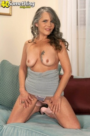 Vixen Kitten - Solo MILF photos