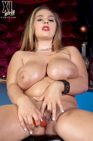 April McKenzie - Solo BBW photos