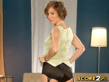 Avalynne O'Brien - XXX MILF video