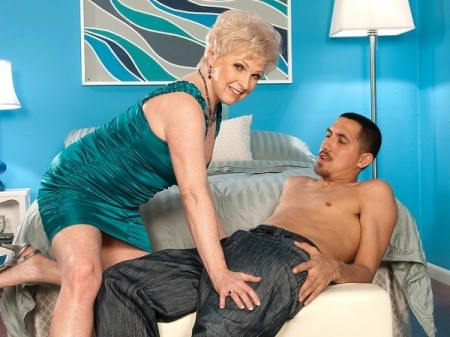 Jewel - XXX Granny video