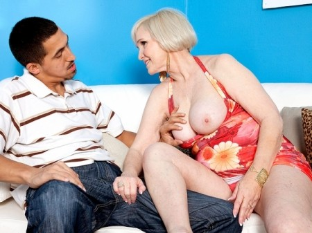 Lola Lee - XXX Granny video