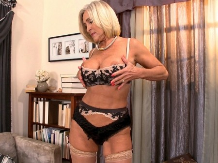 Katia - Solo MILF video
