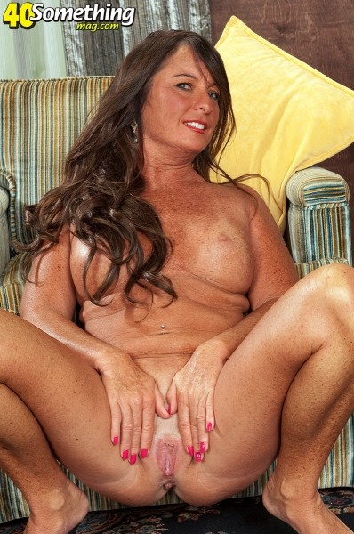 Debbie - Solo MILF photos