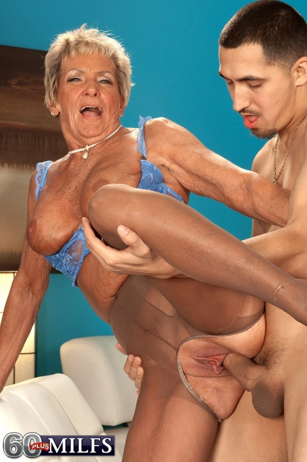 Two huge mature ladys for one young guy 4