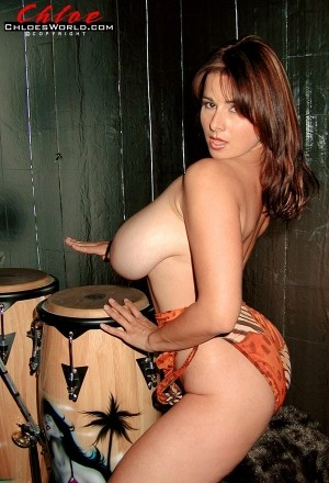 Chloe Vevrier Queen Of Bongos chloesworld.com