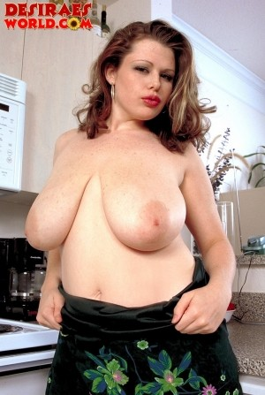 Desirae - Solo Big Tits photos