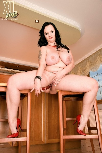 Denisa - Solo BBW photos
