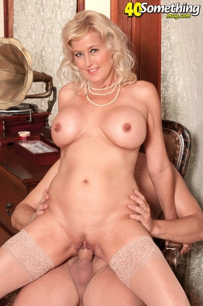 Marina Johnson - XXX MILF photos