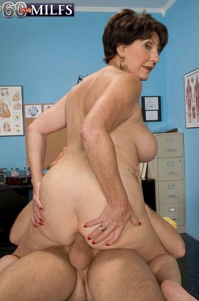Bea Cummins - XXX MILF photos