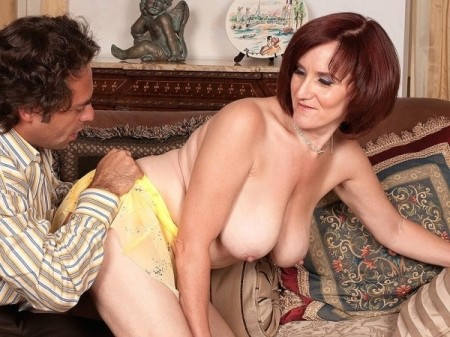 Debi - XXX MILF video