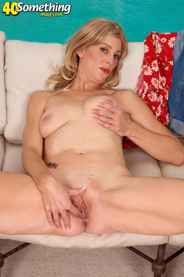 Liz Summers - Solo MILF photos