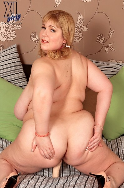 Angellyne Hart - Solo BBW photos