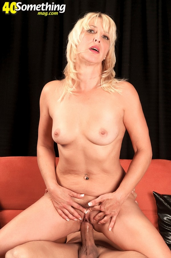 Andi Roxxx - XXX MILF photos