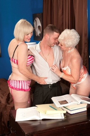 Lola Lee - XXX Granny photos