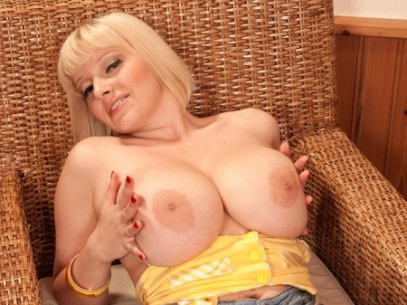 Sophie Mae - Solo Big Tits video