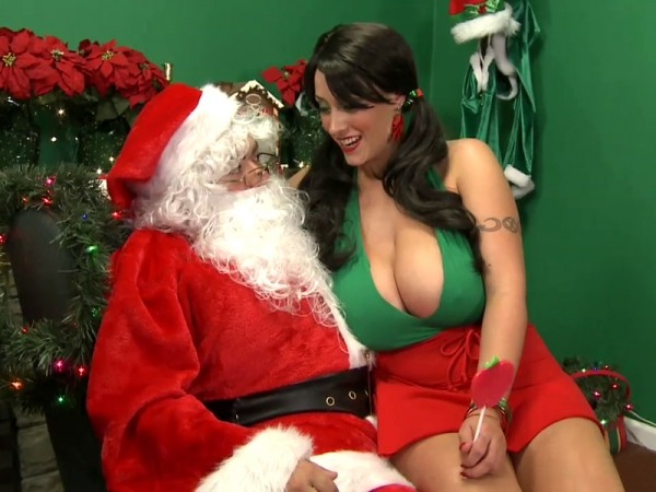 Summer Sinn SCOREtv: Holiday 2010