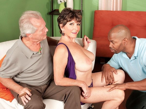 Порно искала садовника а получила любовника