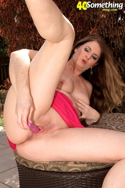 Jeri Does - Solo MILF photos