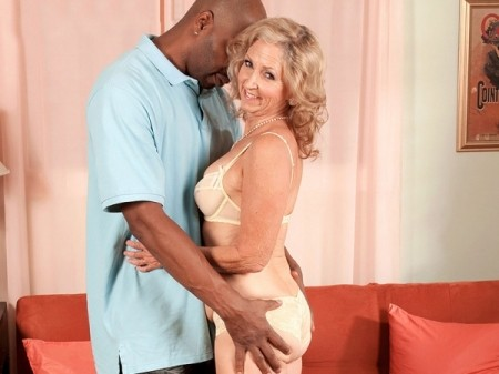 Connie McCoy - XXX MILF video