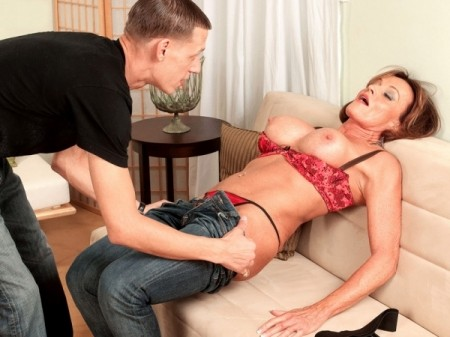 Riley Wayne - XXX MILF video