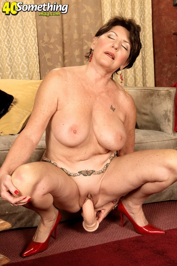 Bea Cummins - Solo MILF photos