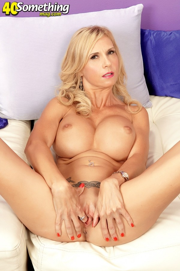 Brooke Tyler - Solo MILF photos
