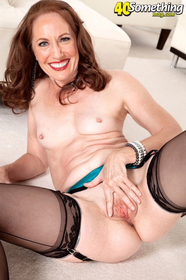 Carolyn Khols - Solo MILF photos