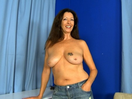 Lucy Holland - Solo MILF video