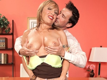 Luna Azul - XXX Granny video