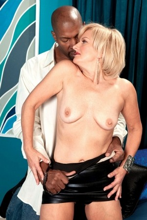 Ellie Anderson - XXX MILF photos