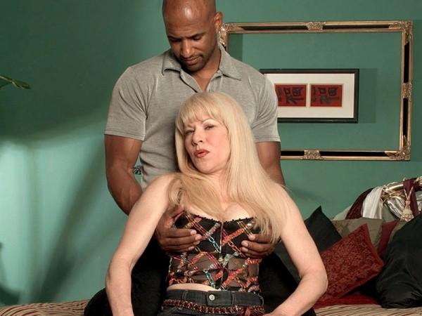 Jennifer Janes Desperate, Black-Cock Loving Housewife