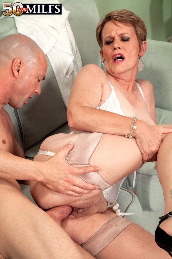 Mature mother daughter team fucking