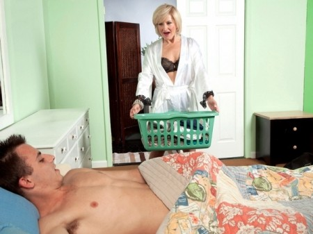 Ellie Anderson - XXX MILF video