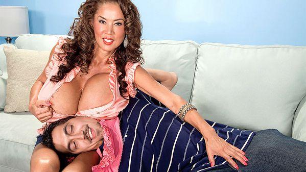 Minka Win Minka's Bra, Tits & Pussy! pornmegaload.com