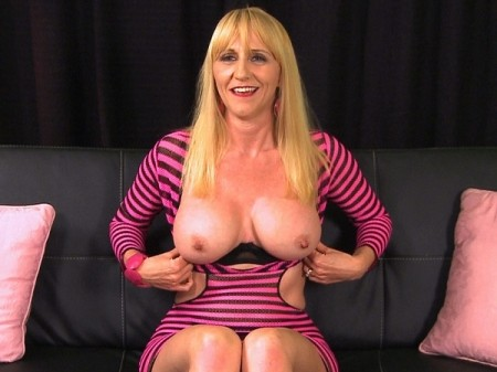 Kay Kummingz - Interview MILF video