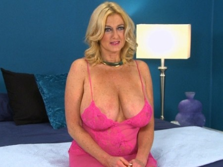 Tahnee Taylor - Interview MILF video