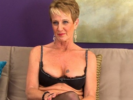 Misty Luv - Interview MILF video