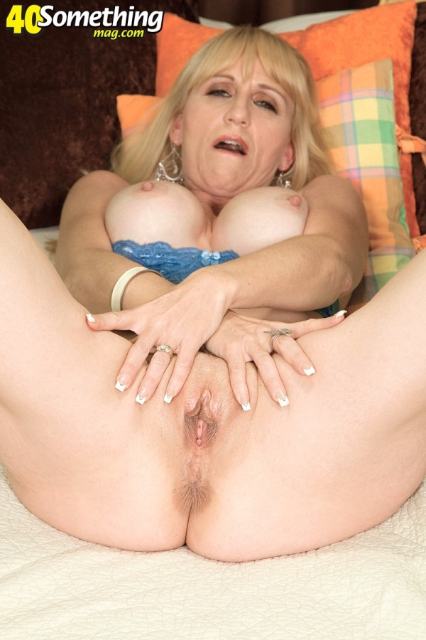 image Hubby sets up a gangbang4