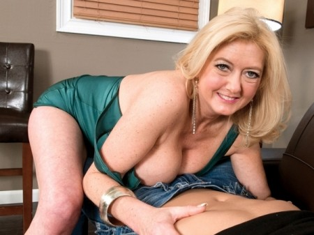 Tahnee Taylor - XXX MILF video