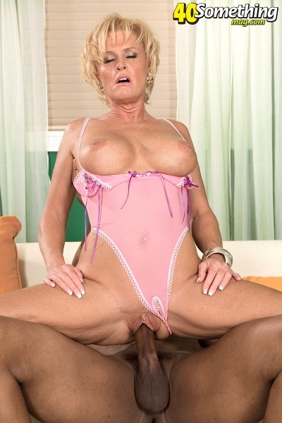 Trixie Blu - XXX MILF photos