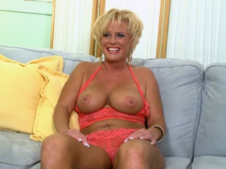 Trixie Blu - Interview MILF video
