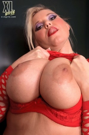 Lucy - Solo Big Tits photos