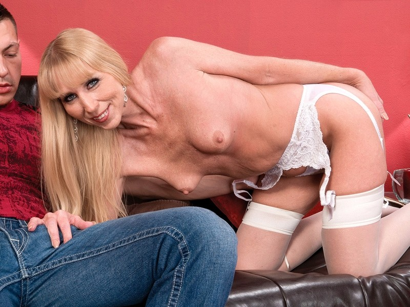 Phoebe Page - XXX MILF video