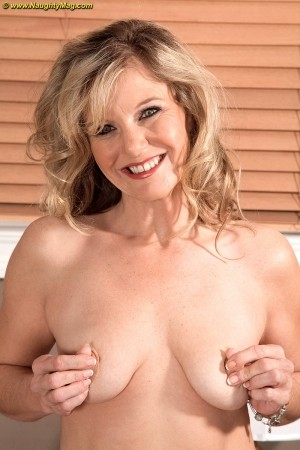 Cami Cline - Solo MILF photos