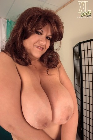 Corina - Solo BBW photos